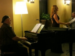 Bonnie Brooks sings recital accompanied by Robert Hazelrigg at El Convento Hotel atruim